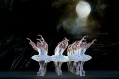 SWAN LAKE_The Royal Ballet_ROH. Odette_Odile; Sarah Lamb, Prince;Ryoichi Hirano, Queen Mother; Kirsten McNally, Rothbart; Thomas Whitehead,
